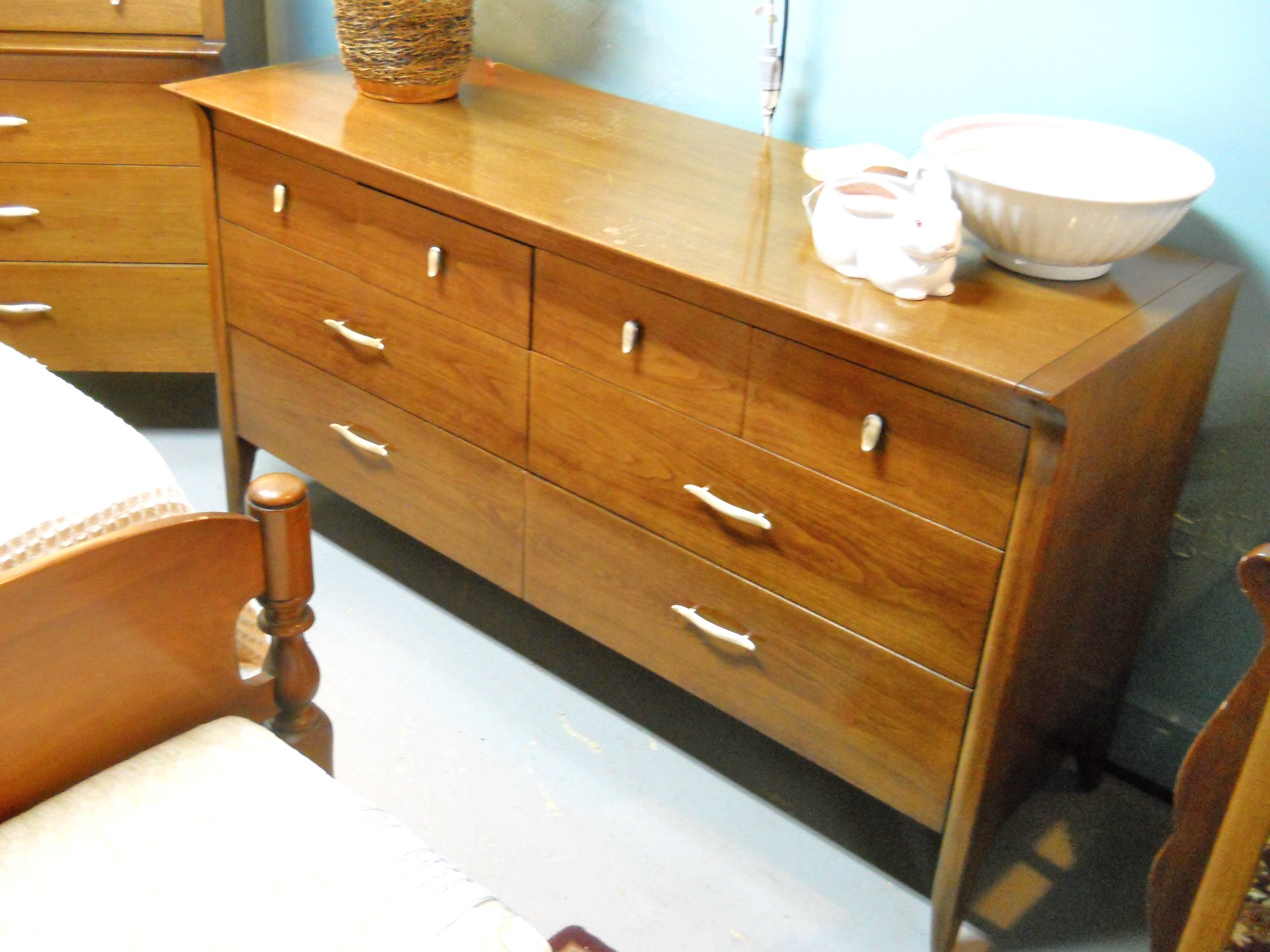 1 14104 Drexel Dresser With Mirror Is Sold