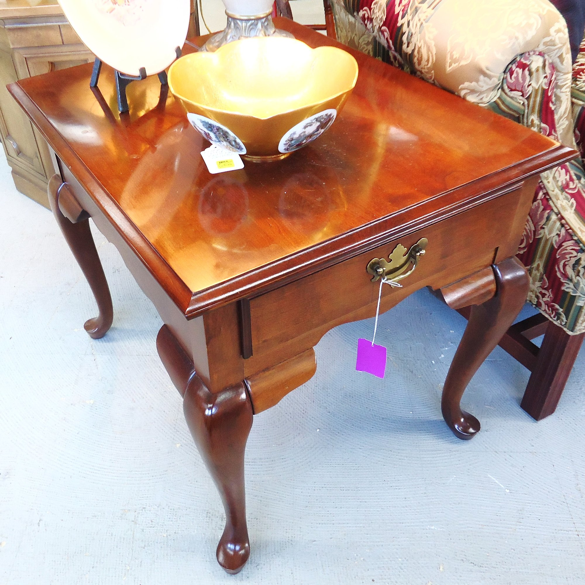 1-13589 Broyhill Queen Anne End Table