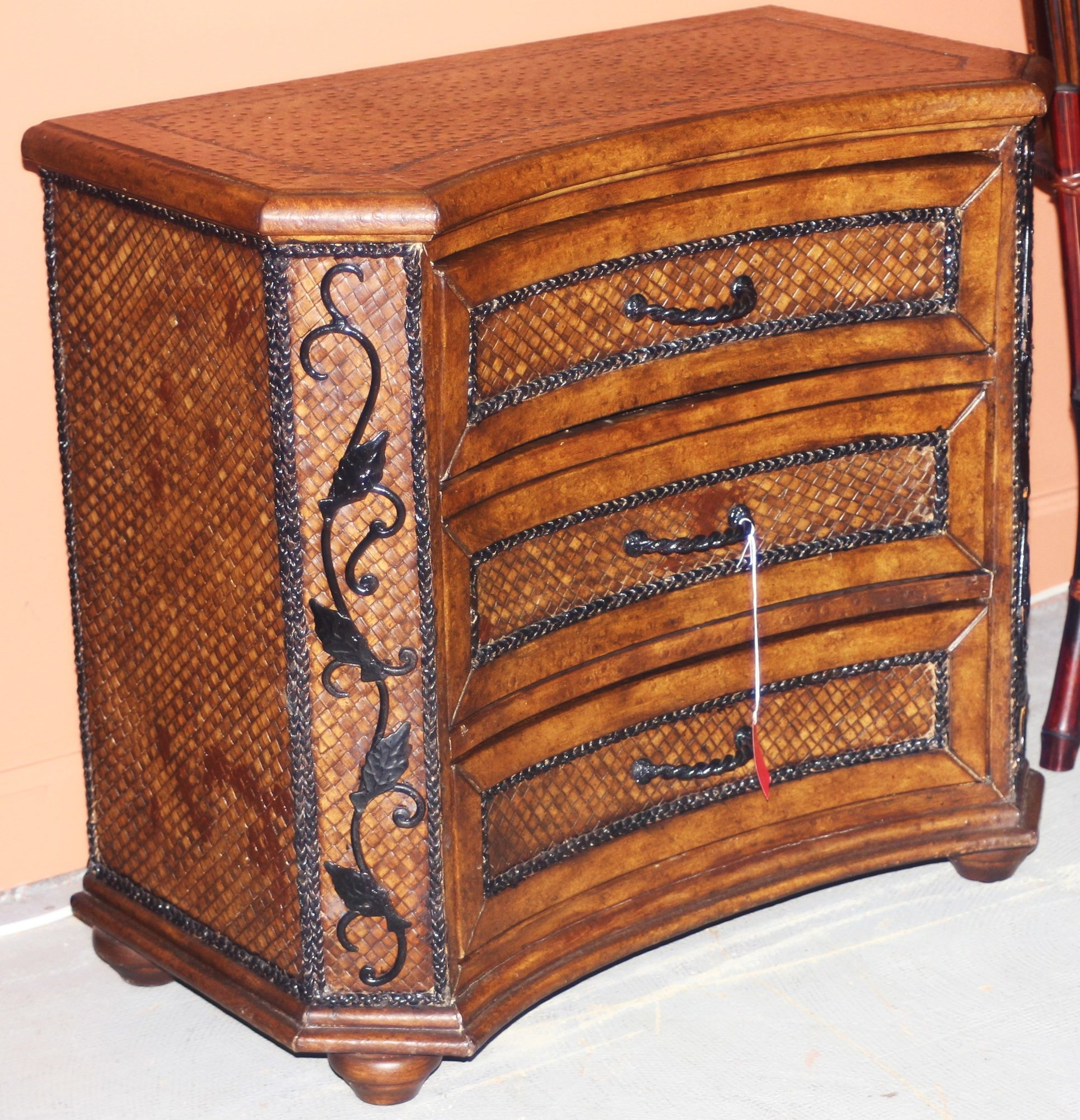Used Furniture Gallery: 1-17348 Small 3-Drawer Faux Armadillo Chest