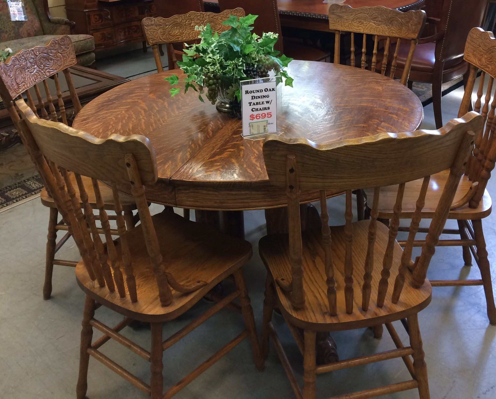 Round dining table design features chelsea oak round extending table - Round Oak Dining Table W 6 Chairs