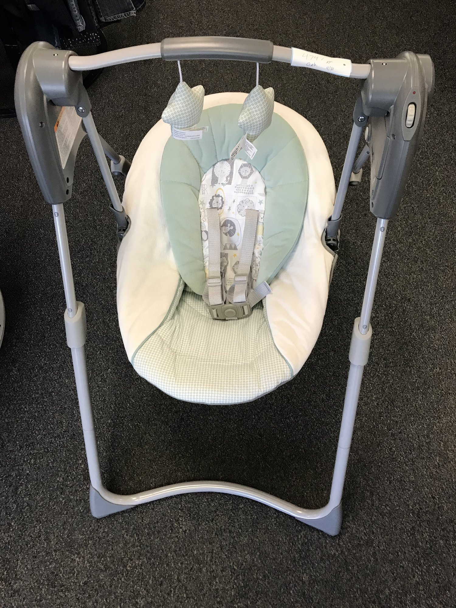 Graco adjustable height Baby Swing w/dangling stars. In EXCELLENT condition and would make a great gift!<br /> NO SHIPPING-in store pick up only