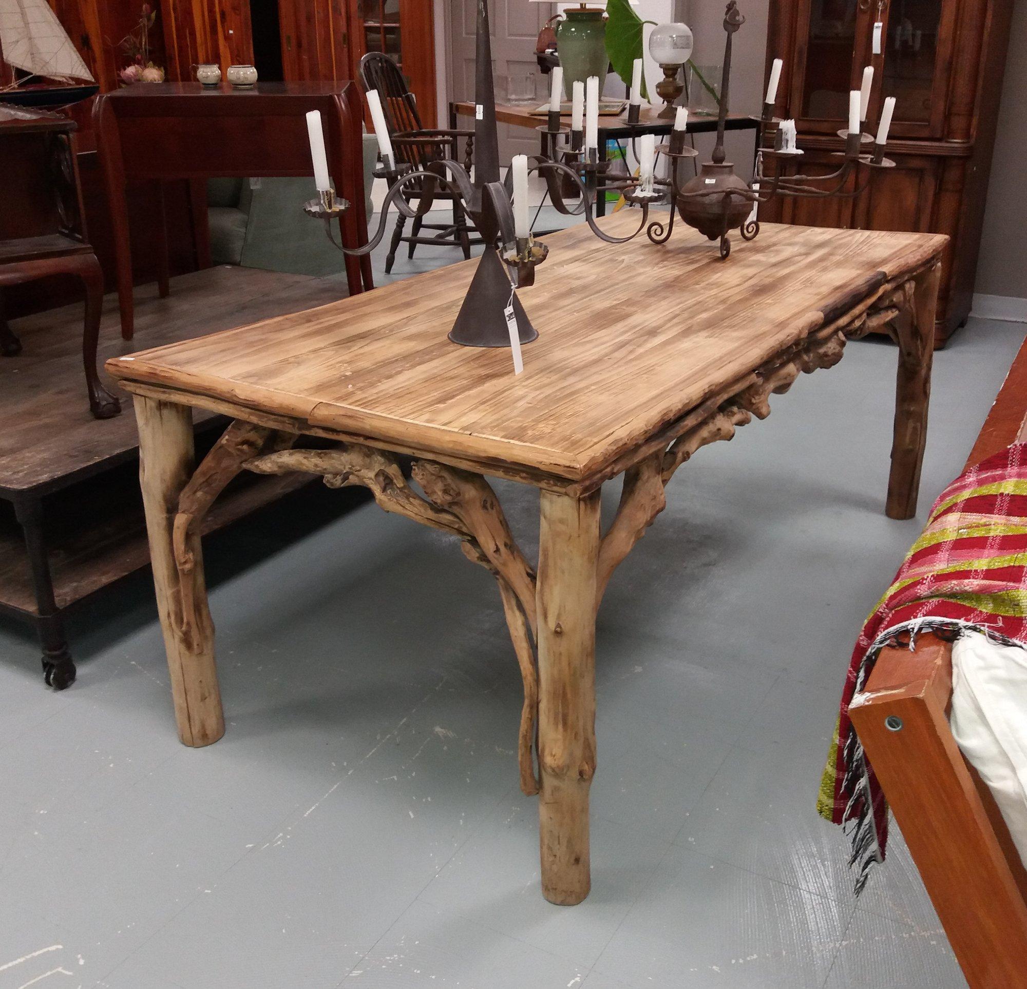 Mariposa Dinning Table